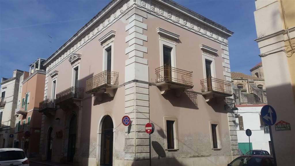 Palazzo / Stabile in vendita a Monopoli, 10 locali, prezzo € 900.000   CambioCasa.it