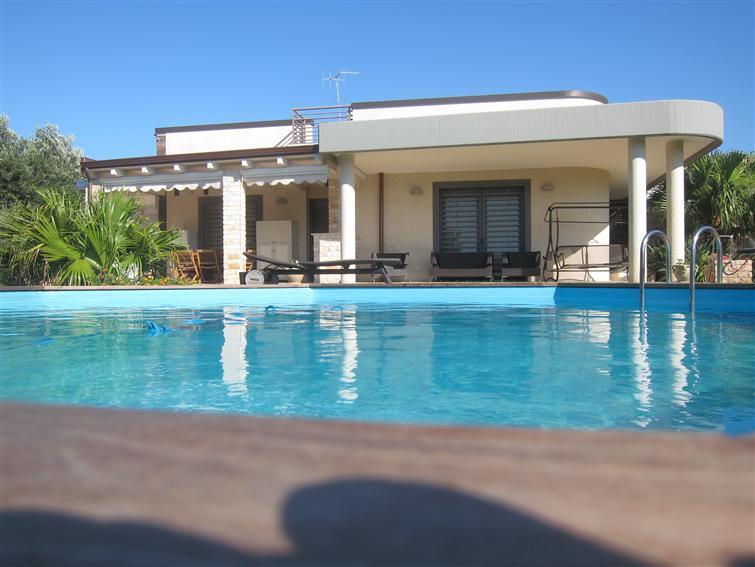 Villa in vendita a Monopoli, 7 locali, zona Località: PERIFERIA, Trattative riservate   Cambio Casa.it