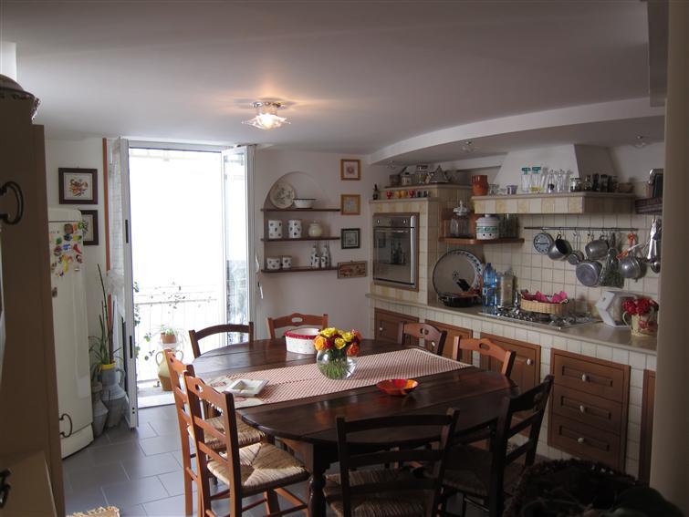 Appartamento in affitto a Monopoli, 5 locali, zona Località: CENTRO STORICO, Trattative riservate | Cambio Casa.it