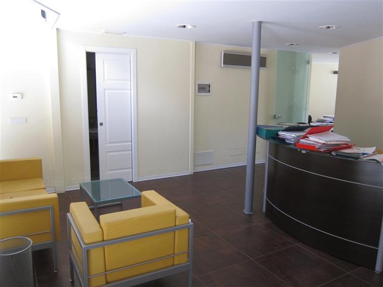 Ufficio / Studio in vendita a Monopoli, 6 locali, zona Località: PASSIONISTI, prezzo € 240.000 | Cambio Casa.it