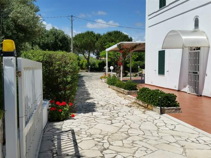 Villa in affitto a Monopoli, 5 locali, zona Località: SUD, Trattative riservate | Cambio Casa.it