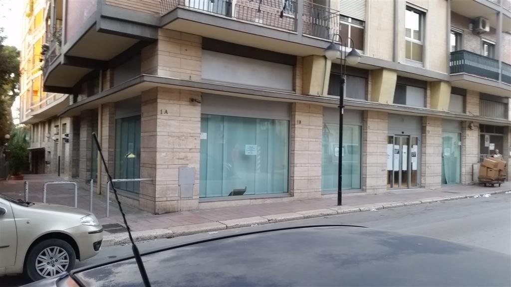 Immobile Commerciale in affitto a Canosa di Puglia, 9999 locali, Trattative riservate | CambioCasa.it