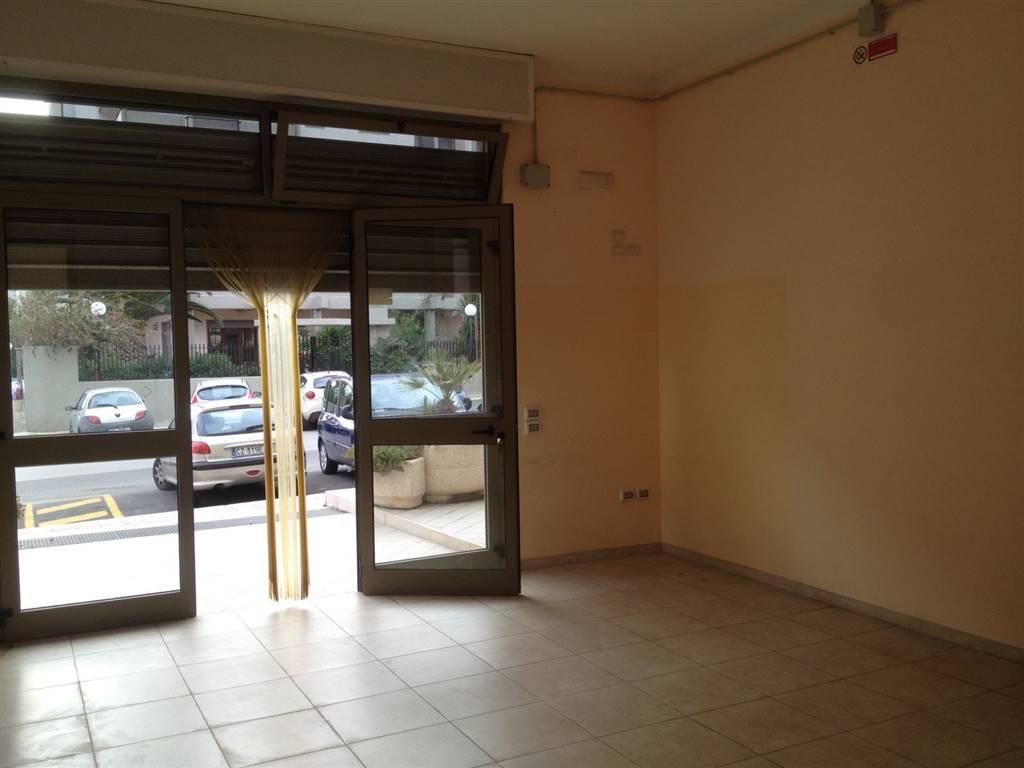 Immobile Commerciale in affitto a Monopoli, 2 locali, zona Località: SANT' ANNA, prezzo € 700 | Cambio Casa.it