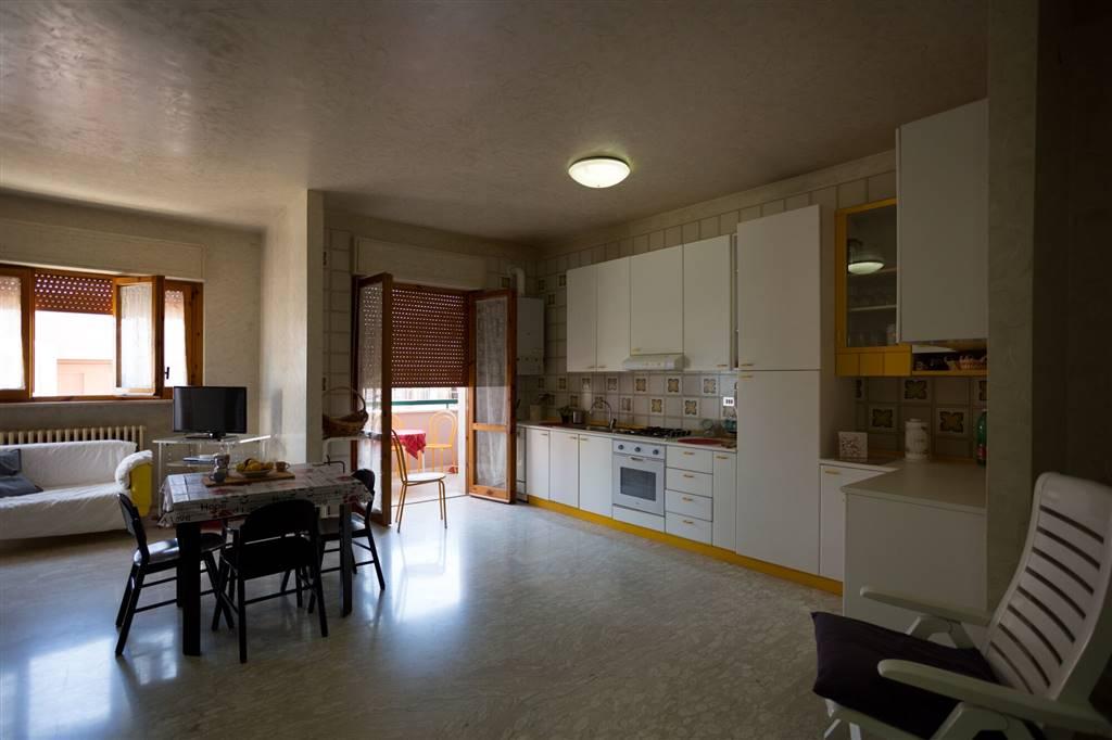 Appartamento in affitto a Monopoli, 3 locali, zona Località: SACRO CUORE, Trattative riservate | Cambio Casa.it