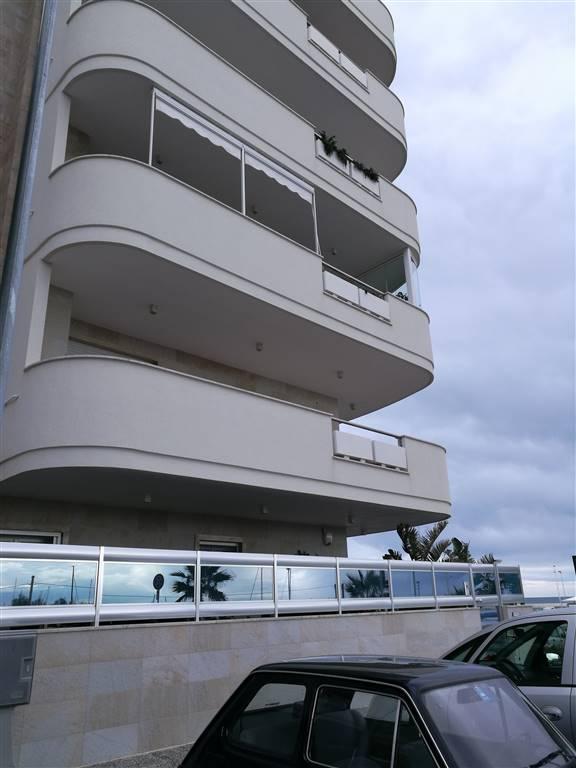 Appartamento in affitto a Monopoli, 3 locali, zona Località: SACRO CUORE, prezzo € 750 | Cambio Casa.it