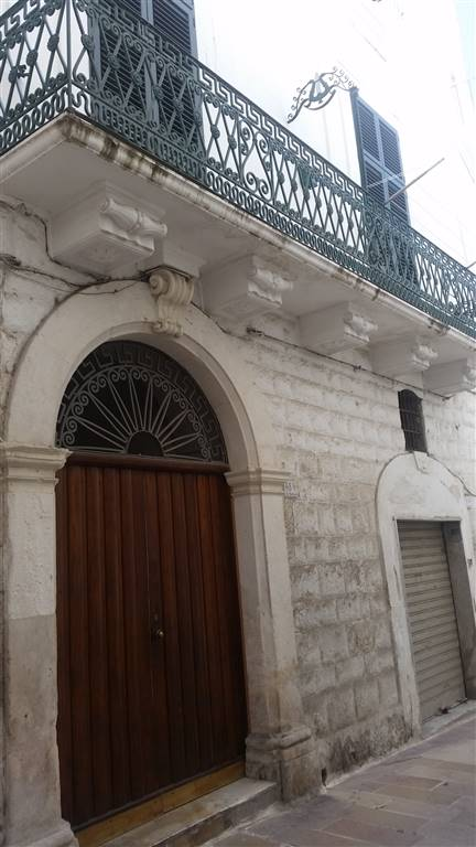 Appartamento in vendita a Monopoli, 6 locali, zona Località: CENTRO STORICO, prezzo € 330.000 | CambioCasa.it