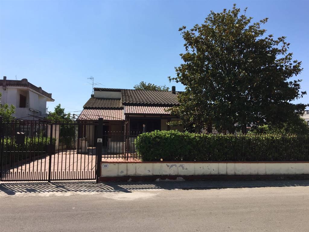 Villa in vendita a Castel Volturno, 5 locali, zona Località: BAIA VERDE/PINETA GRANDE, prezzo € 180.000 | Cambio Casa.it