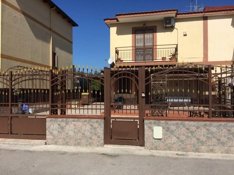 Villa in vendita a Castel Volturno, 4 locali, zona Località: BAIA VERDE/PINETA GRANDE, prezzo € 104.000 | CambioCasa.it