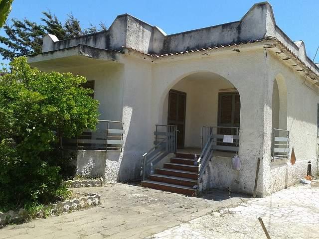 Villa in vendita a Castel Volturno, 4 locali, zona Località: BAGNARA, prezzo € 39.000 | Cambio Casa.it