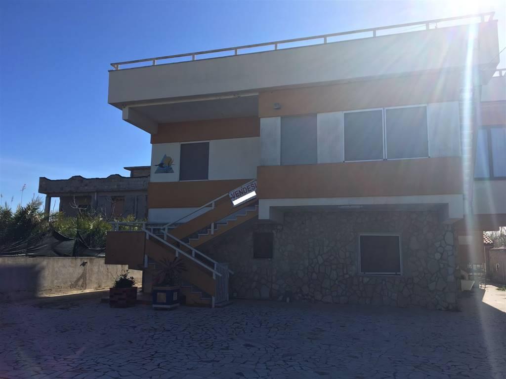 Palazzo / Stabile in vendita a Castel Volturno, 8 locali, zona Località: DESTRA VOLTURNO, prezzo € 100.000 | Cambio Casa.it