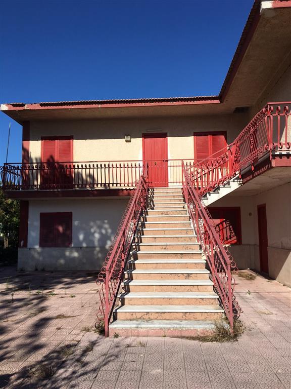 Palazzo / Stabile in Vendita a Castel Volturno