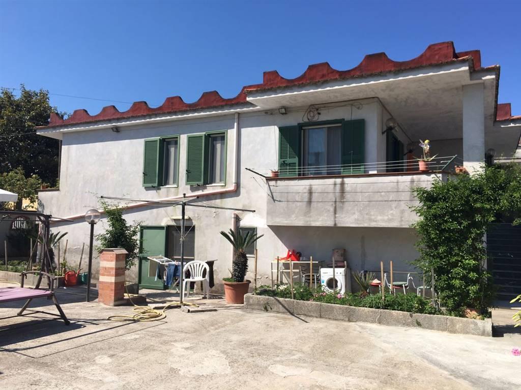 Villa in vendita a Castel Volturno, 4 locali, zona Località: DOMIZIANA DA SCATOZZA A PINETAMARE, prezzo € 115.000 | CambioCasa.it