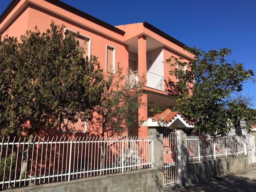 Villa in vendita a Castel Volturno, 10 locali, zona Località: DOMIZIANA DA SCATOZZA A PINETAMARE, prezzo € 120.000 | CambioCasa.it