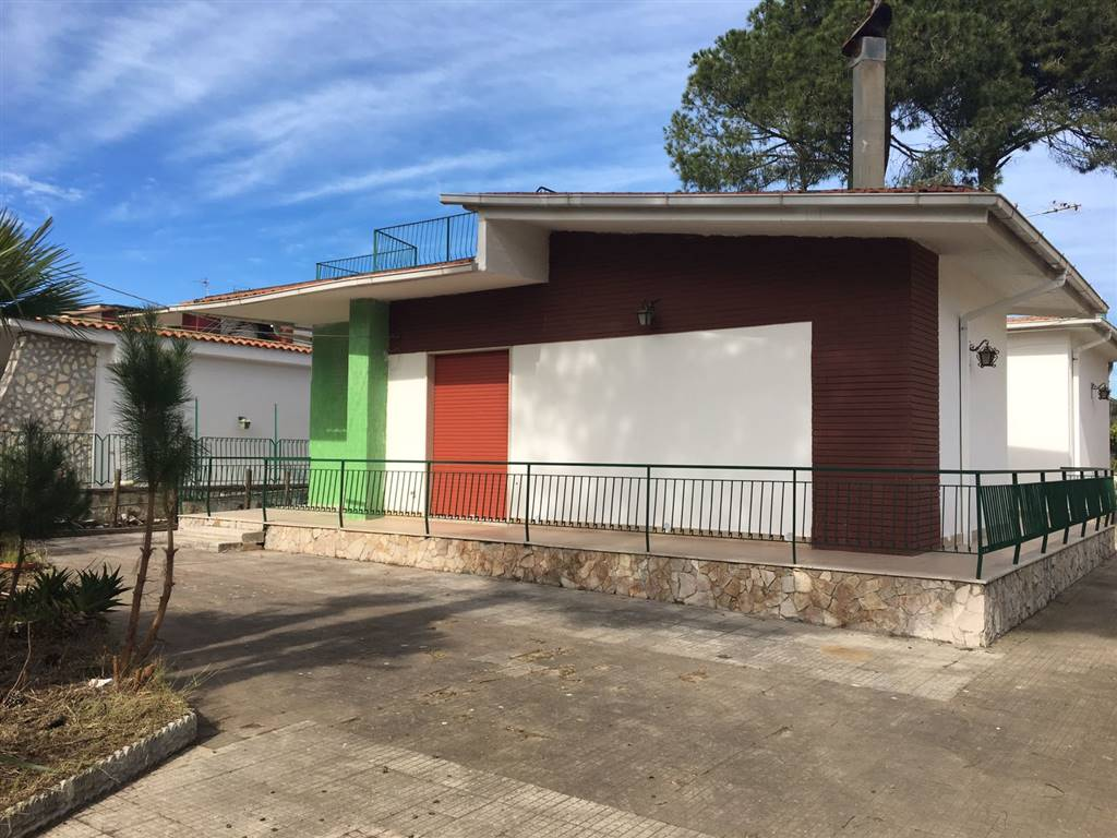 Villa in vendita a Castel Volturno, 4 locali, zona Località: BAIA VERDE/PINETA GRANDE, prezzo € 70.000 | Cambio Casa.it