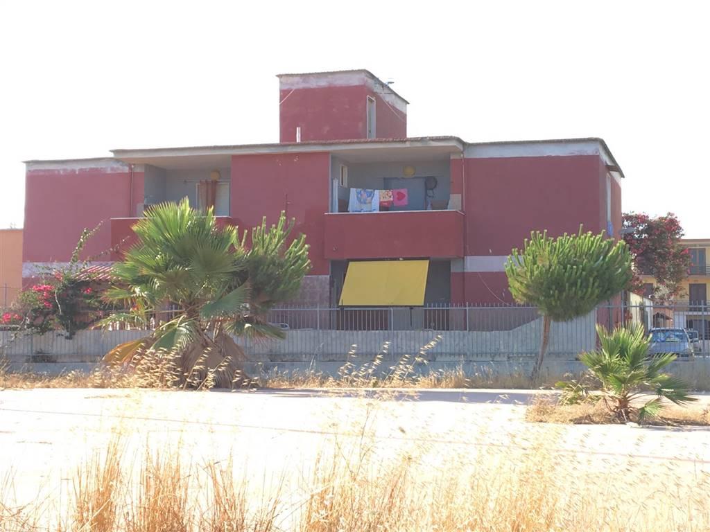 Palazzo / Stabile in vendita a Castel Volturno, 12 locali, zona Località: BAGNARA, prezzo € 60.000   CambioCasa.it