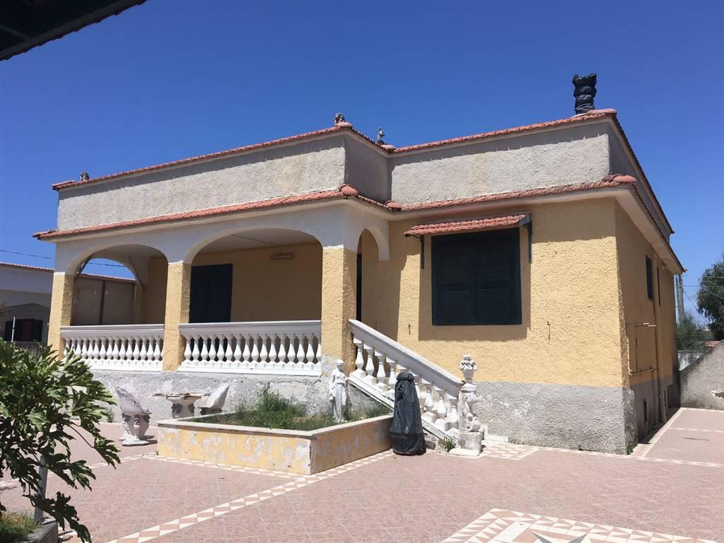 Villa in vendita a Castel Volturno, 4 locali, zona Località: DESTRA VOLTURNO, prezzo € 55.000 | CambioCasa.it