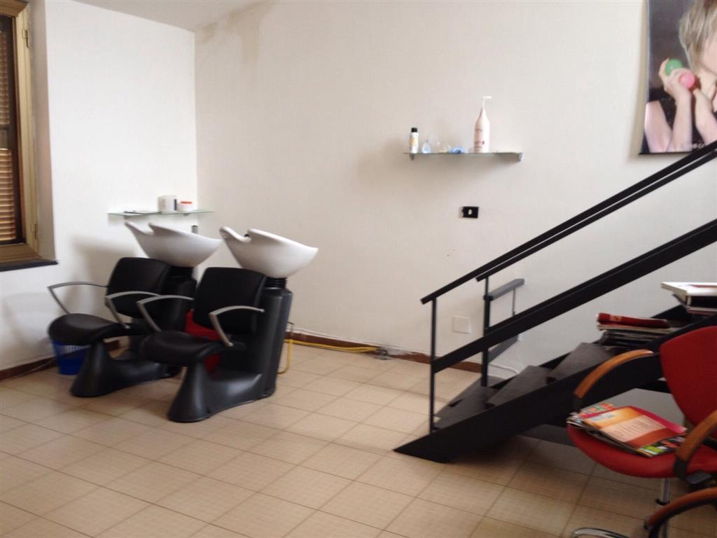 Attività / Licenza in affitto a Castel Volturno, 2 locali, zona Località: BAIA VERDE, prezzo € 500 | CambioCasa.it