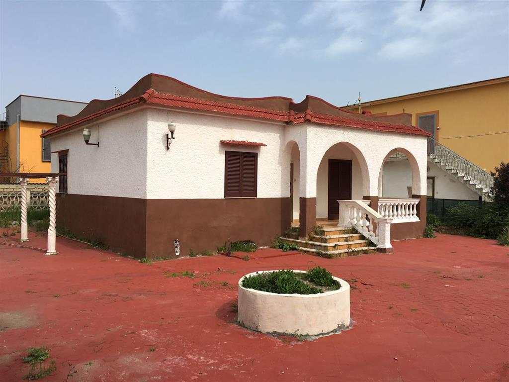 Villa in vendita a Castel Volturno, 3 locali, zona Località: DESTRA VOLTURNO, prezzo € 35.000 | CambioCasa.it