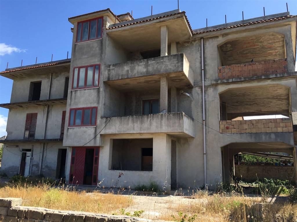 Palazzo / Stabile in vendita a Castel Volturno, 12 locali, zona Località: SCATOZZA, prezzo € 150.000 | Cambio Casa.it