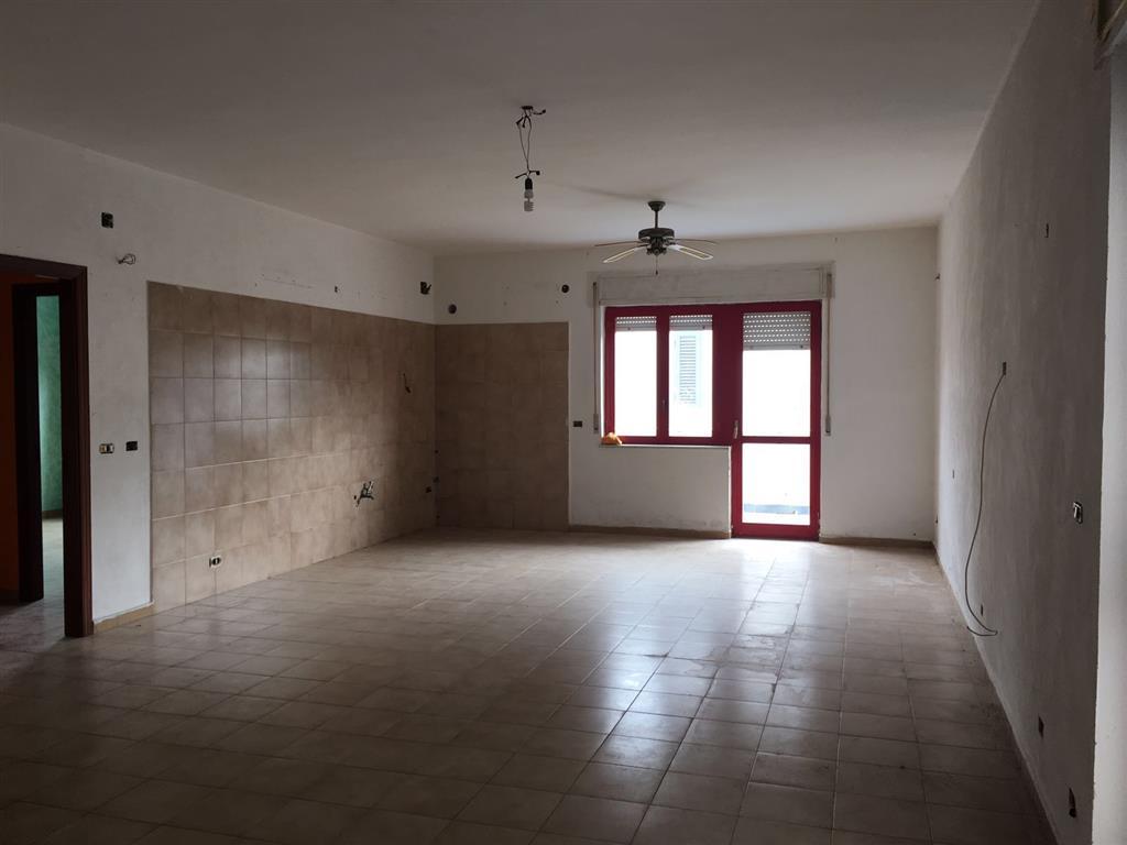Appartamento in affitto a Castel Volturno, 3 locali, zona Località: DOMIZIANA DA SCATOZZA A PINETAMARE, prezzo € 300 | CambioCasa.it