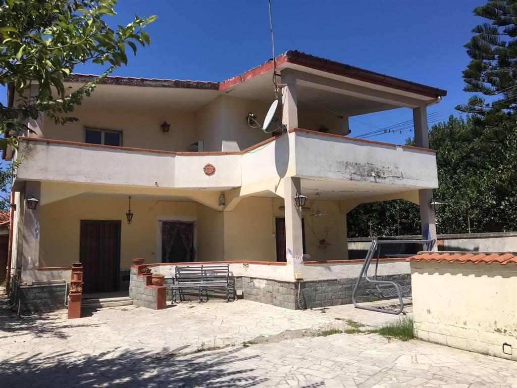 Villa in vendita a Castel Volturno, 6 locali, zona Località: DESTRA VOLTURNO, prezzo € 50.000 | Cambio Casa.it