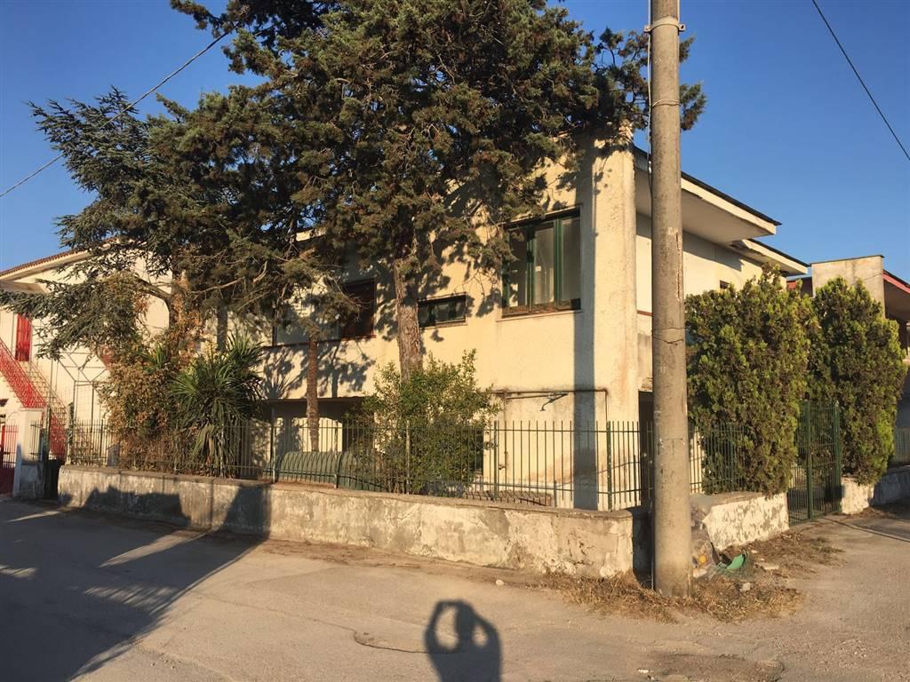 Villa in vendita a Castel Volturno, 3 locali, zona Località: VILLAGGIO AGRICOLO/VILLAGGIO DEL SOLE, prezzo € 48.000 | Cambio Casa.it