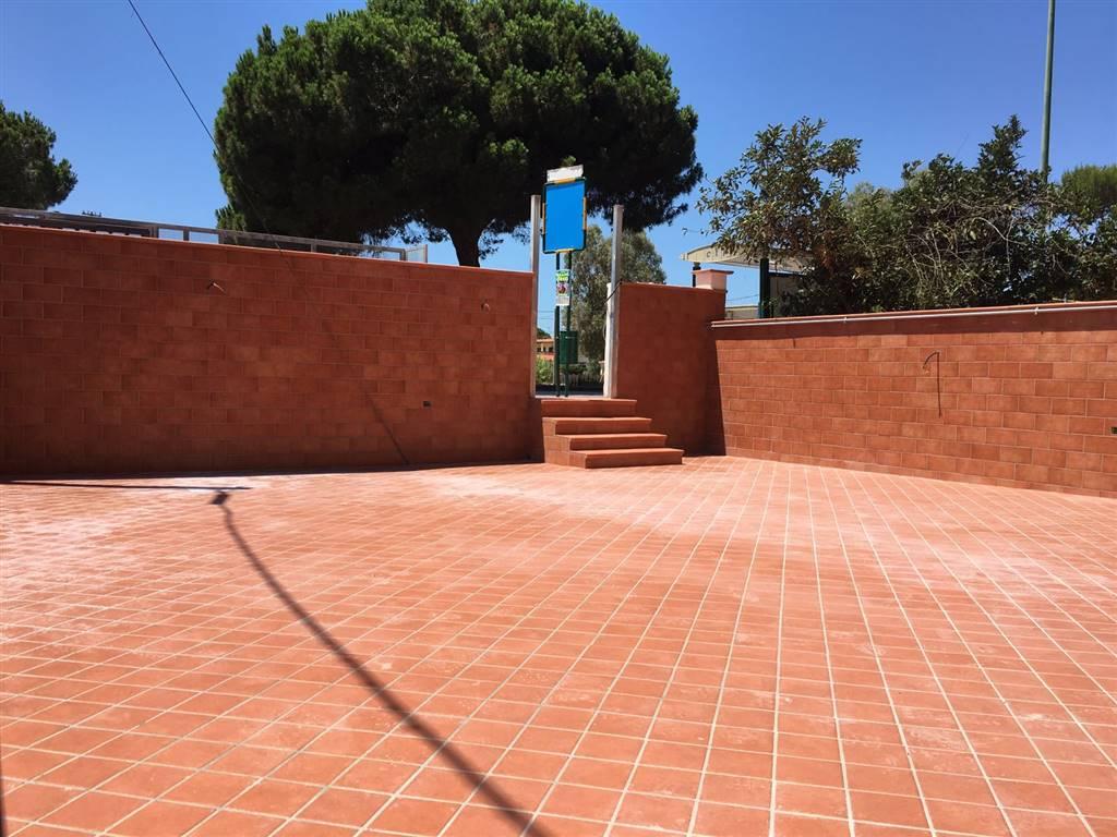 Appartamento in affitto a Castel Volturno, 4 locali, zona Località: DOMIZIANA DA SCATOZZA A PINETAMARE, prezzo € 450 | Cambio Casa.it