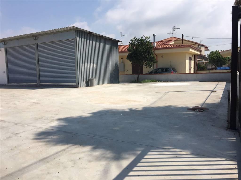 Negozio / Locale in affitto a Castel Volturno, 9999 locali, zona Località: CASTEL VOLTURNO PAESE/SCATOZZA, prezzo € 500 | CambioCasa.it