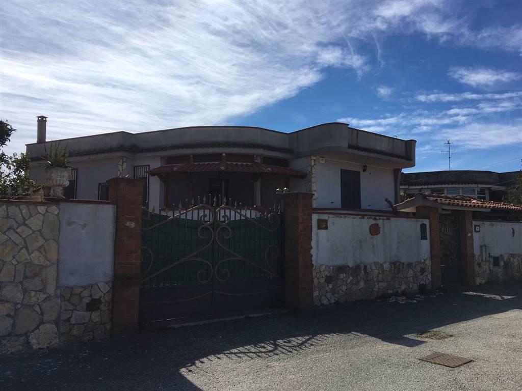 Villa in vendita a Castel Volturno, 4 locali, zona Località: DOMIZIANA DA SCATOZZA A PINETAMARE, prezzo € 110.000 | Cambio Casa.it