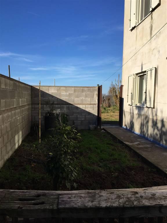 Appartamento in affitto a Castel Volturno, 1 locali, zona Località: CASTEL VOLTURNO PAESE/SCATOZZA, prezzo € 450 | Cambio Casa.it