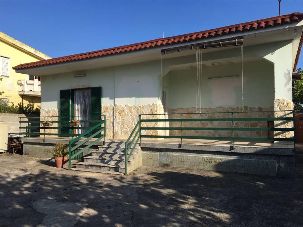 Villa in vendita a Castel Volturno, 4 locali, zona Località: DESTRA VOLTURNO, prezzo € 40.000 | CambioCasa.it