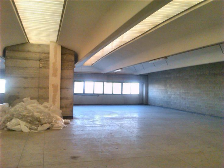 Capannone in affitto a Besana in Brianza, 9999 locali, prezzo € 3.300 | Cambio Casa.it