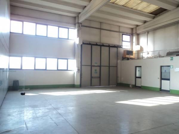 Capannone in affitto a Seregno, 9999 locali, prezzo € 3.700 | Cambio Casa.it