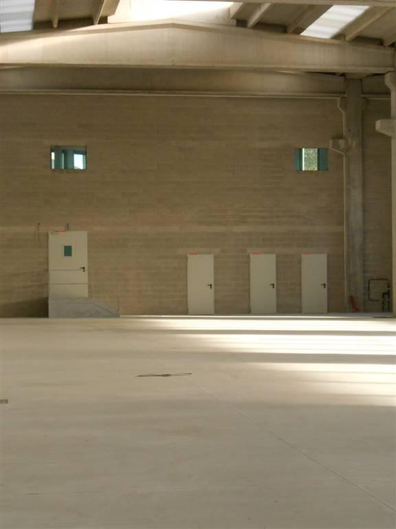 Capannone in affitto a Besana in Brianza, 9999 locali, Trattative riservate | Cambio Casa.it
