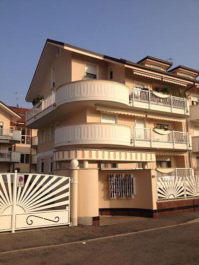 Attico / Mansarda in vendita a Bareggio, 5 locali, prezzo € 340.000 | CambioCasa.it