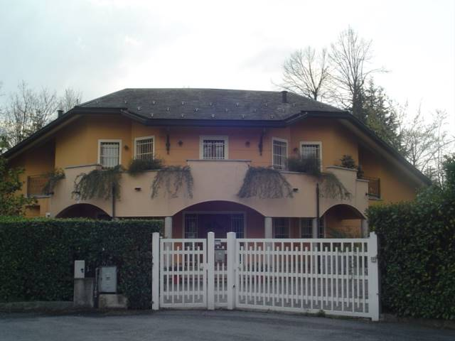 Villa-Villetta  in Vendita a Carimate