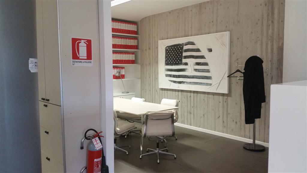 Ufficio / Studio in affitto a Brembate, 9999 locali, prezzo € 2.000 | Cambio Casa.it