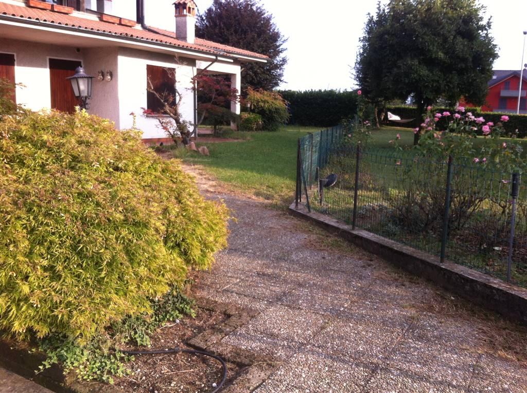 Villa in vendita a Cavenago di Brianza, 10 locali, Trattative riservate | Cambio Casa.it