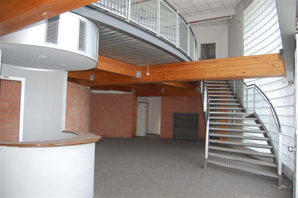 Capannone in vendita a Sesto Fiorentino, 10 locali, zona Zona: Osmannoro, prezzo € 1.600.000 | Cambio Casa.it