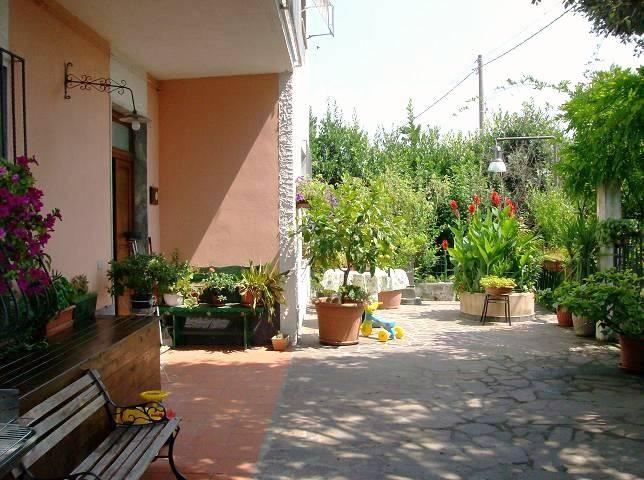 Soluzione Indipendente in vendita a Santo Stefano di Magra, 5 locali, zona Località: USCITA RACCORDO-GIARDINIA, prezzo € 290.000 | Cambio Casa.it