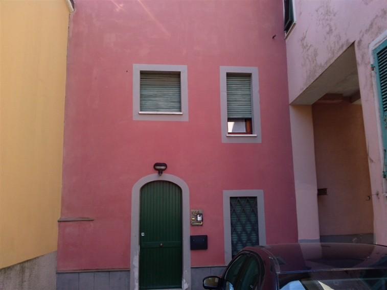 Soluzione Indipendente in affitto a Sarzana, 5 locali, zona Località: NAVE, prezzo € 600 | Cambio Casa.it