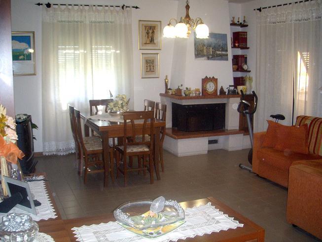 Appartamento in vendita a Santo Stefano di Magra, 4 locali, prezzo € 195.000 | Cambio Casa.it