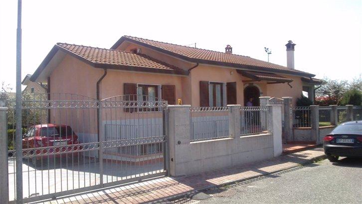 Villa in vendita a Ortonovo, 6 locali, zona Zona: Isola, prezzo € 550.000   Cambio Casa.it