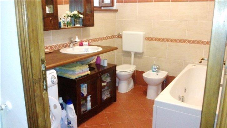 Soluzione Indipendente in vendita a Arcola, 4 locali, zona Località: BORGO, prezzo € 100.000 | Cambio Casa.it