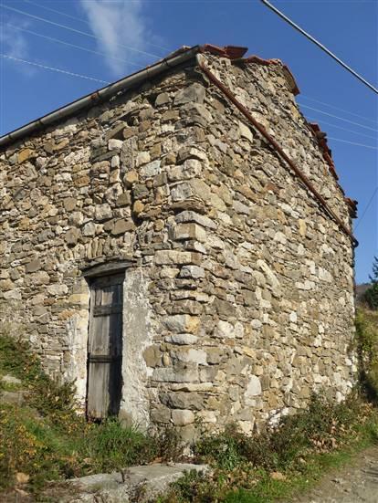 Rustico / Casale in vendita a Sarzana, 3 locali, zona Zona: Falcinello, prezzo € 55.000   Cambio Casa.it
