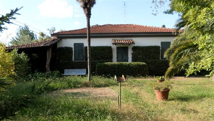 Soluzione Indipendente in vendita a Sarzana, 8 locali, zona Località: CAMPONESTO, prezzo € 300.000 | Cambio Casa.it