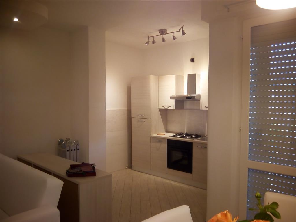 Appartamento in affitto a Ortonovo, 4 locali, zona Zona: Luni Mare, prezzo € 250 | Cambio Casa.it