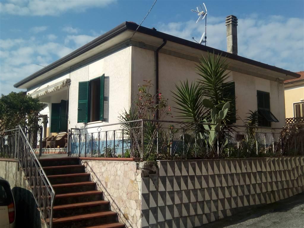 Soluzione Indipendente in vendita a Ortonovo, 4 locali, zona Zona: Casano, prezzo € 190.000 | Cambio Casa.it