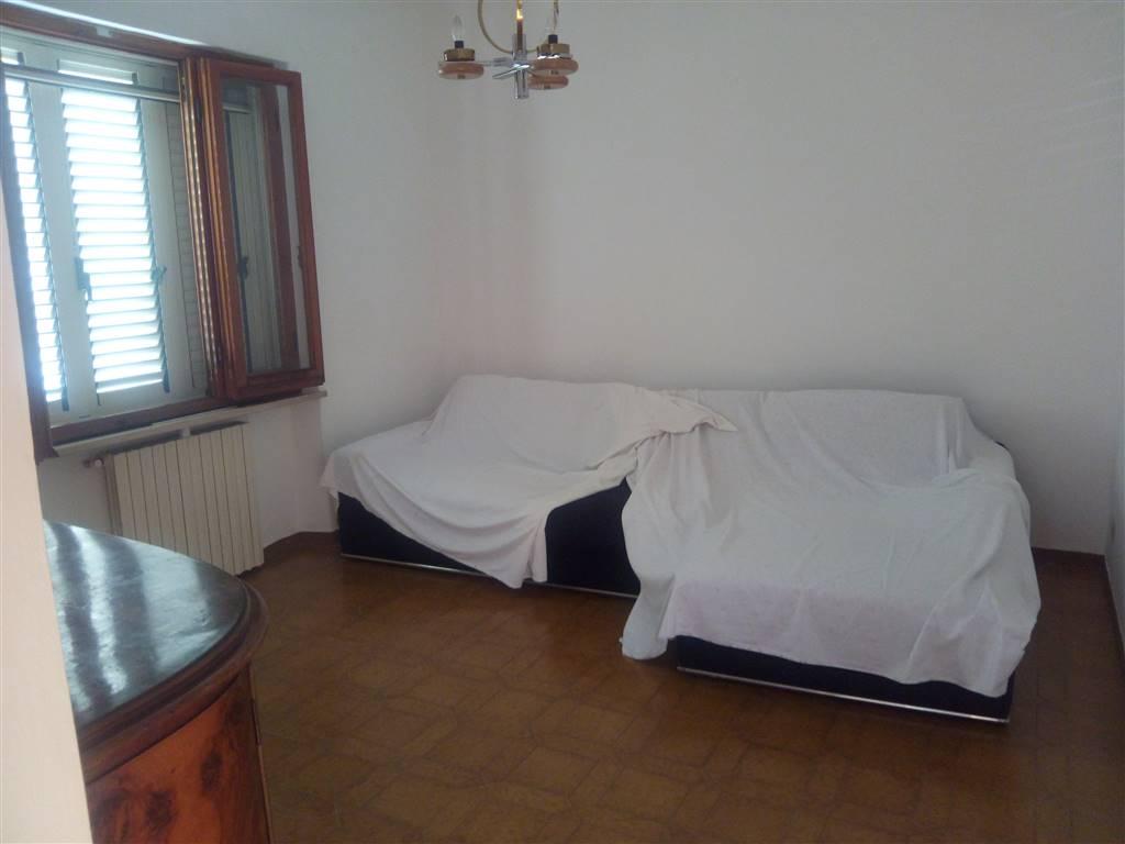 Soluzione Indipendente in affitto a Santo Stefano di Magra, 4 locali, zona Località: USCITA RACCORDO-GIARDINIA, prezzo € 650 | Cambio Casa.it