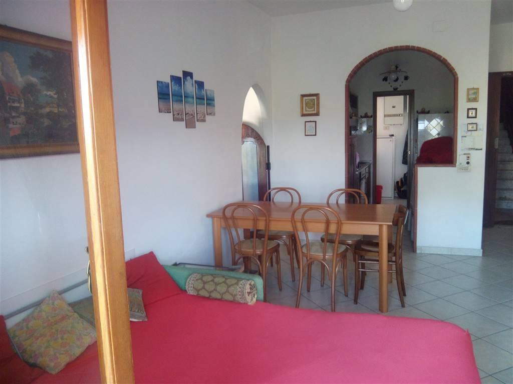 Appartamento in vendita a Ortonovo, 4 locali, zona Zona: Luni Mare, prezzo € 150.000   Cambio Casa.it